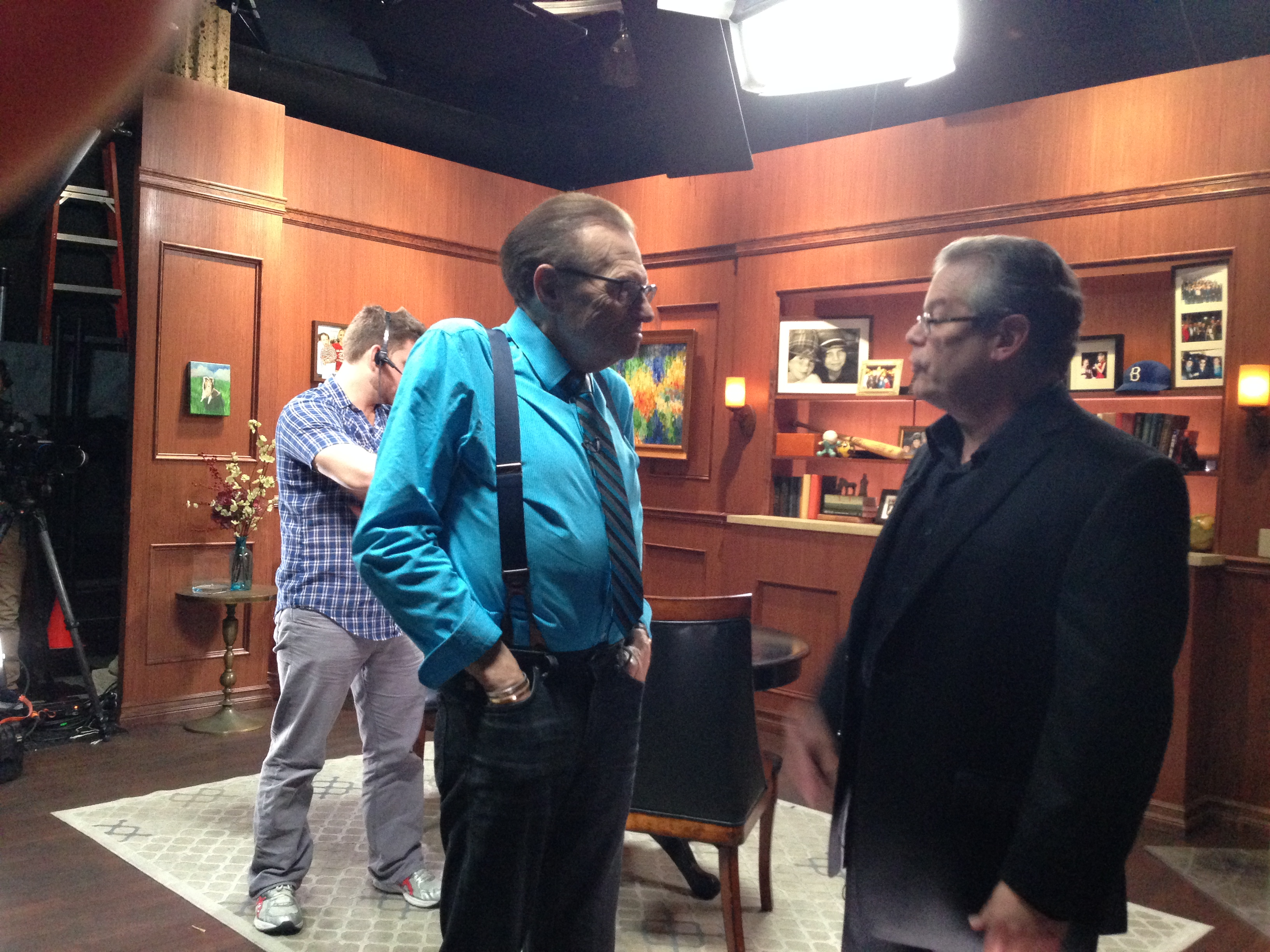 Larry King and Robert Greenberg chatting after the interview | OraTV