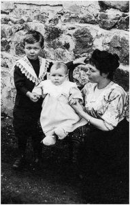 Olivier Messiaen in 1913 with his brother Alain and his mother Cécile Sauvage