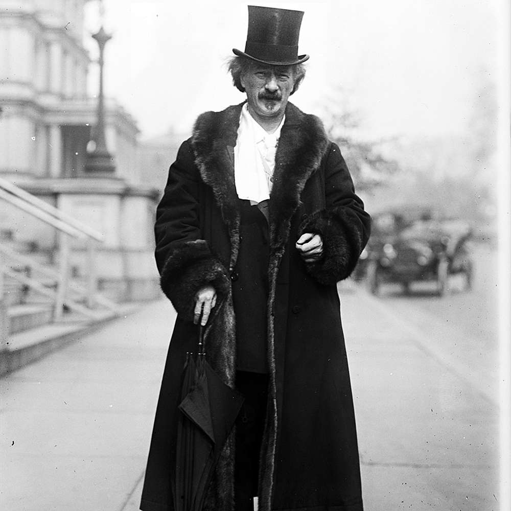 "Paderewski ""on tour"" in 1916"